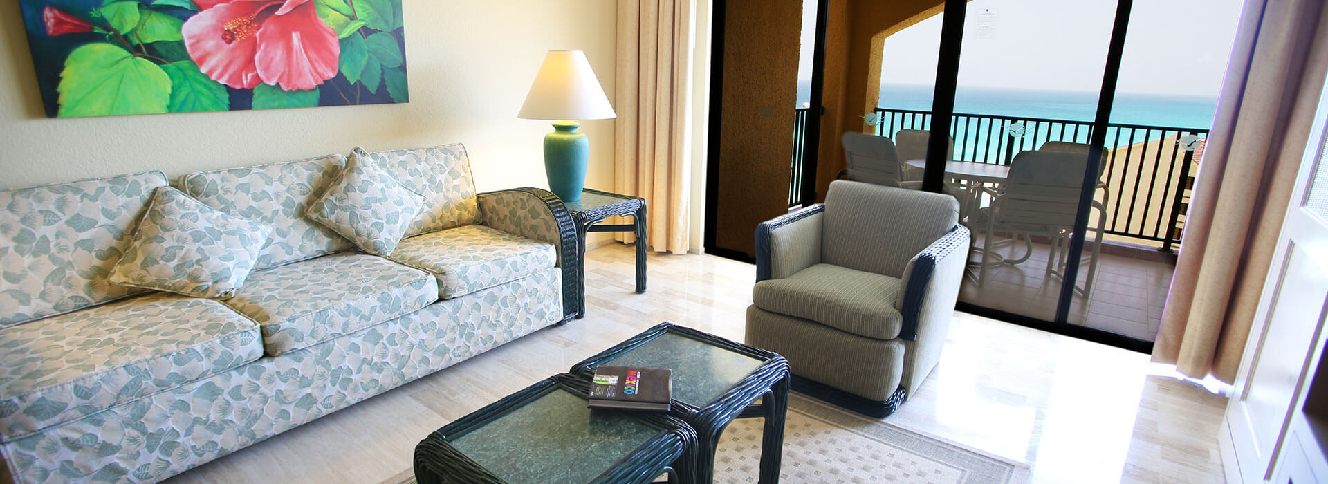 suite in cancun resort with living room