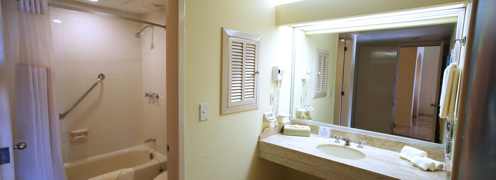 private bathroom in cancun suite