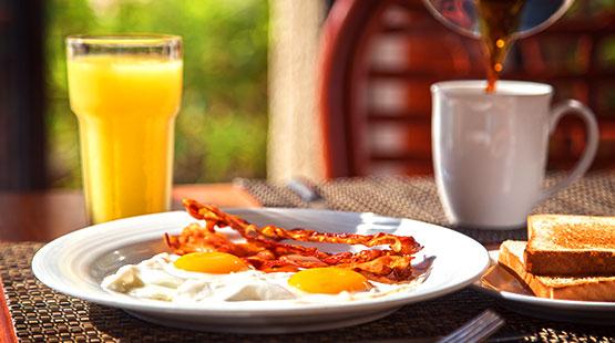 desayuno en familia en resort de cancun
