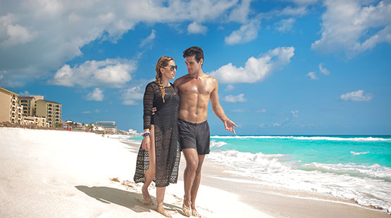 couple getaway to Cancun