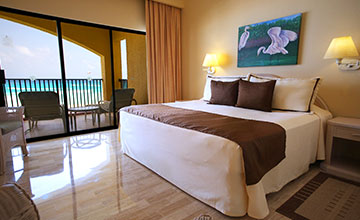 king size bed cancun suite